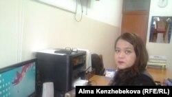 №175 «Жаңа Ғасыр» гимназияcының тәрбие жұмысы жөніндегі меңгерушісі Айнұр Еркінқызы. Алматы, 18 желтоқсан 2015 жыл.