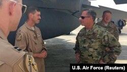Подполковник ВВС США Джереми Ренкен, сбивший иранский беспилотник над Сирией и начальник штаба ВВС США генерал Дэвид Гольдфайн