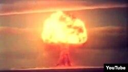 Testi i bombës së parë me hidrogjen bërë në poligonin e rajonit të Semei. Fotografia pa datë e marrë nga youtube.com