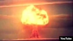 Взрыв на Семипалатинском полигоне.