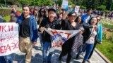 Участники акции протеста в Алматы в День единства народа Казахстана, 1 мая 2019 года.