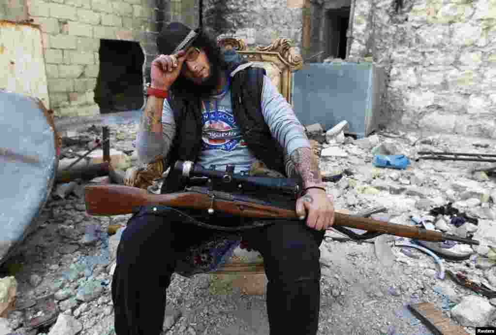 """Хаттаб аль-Халаби, боец """"Свободной сирийской армии"""". Окрестности Алеппо, 23 февраля 2014 года"""