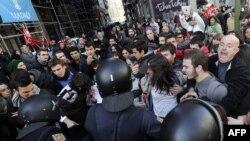 Столкновения полиции с демонстрантами. Мадрид, 14 ноября 2012 года.