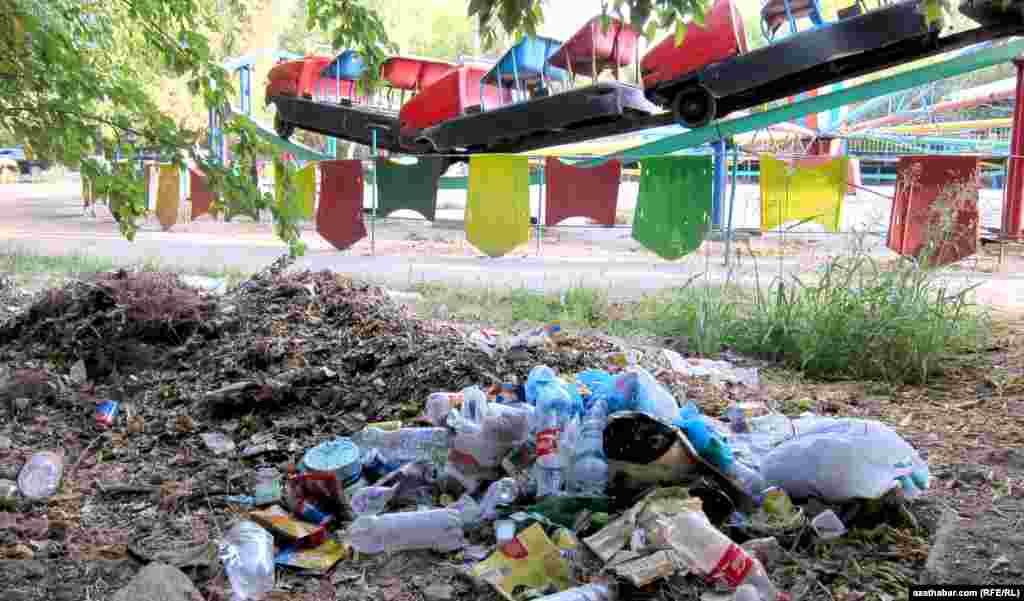 В парке аттракционов, Ашхабад