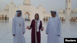 Israel's Culture Minister Miri Regev (C) visits the Sheikh Zayed Grand Mosque in Abu Dhabi, United Arab Emirates October 28, 2018. Picture taken October 28, 2018. Chen Kedem Maktubi/Israeli Culture Minister Spokesperson/Handout via REUTERS THIS IMAGE HAS