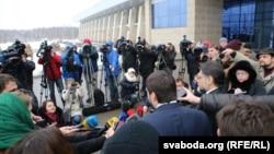 Представники сепаратистів прибули до Мінська ще у п'ятницю, 30 січня, але не узгодили свій приїзд із Тристоронньою контактною групою