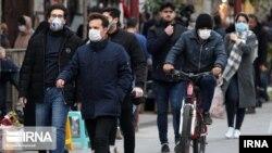 Iranci sa maskama na licu na gradskim ulicama, 26. februar 2020.