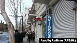 В Баку закрылись внебанковские пункты обмена валюты