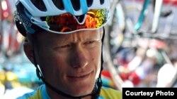 """Александр Винокуров """"Тур-де-Франс"""" көпкүндігіне қатысып жатыр. По қаласы, Франция, 20 шілде 2012 жыл. Суретті """"Астана"""" командасы ұсынды."""