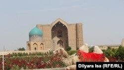 Мавзолей Ходжа Ахмета Яссауи. Туркестан, 2 июня 2018 года.