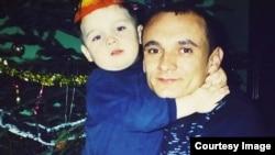 Микола Шиптур із сином, архівне фото