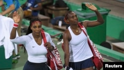 Serena Williams (majtas) dhe motra e saj Venus