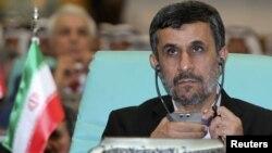 محمود احمدی نژاد در اجلاس سازمان همکاری اسلامی