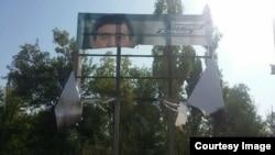 17 сентября неизвестные также сожгли баннер Жээнбекова в Манасском районе, еще два баннера были испорчены.