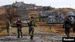 Донецк шаҳри яқинидаги айирмачилар, 2014 йил 28 август.