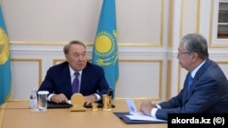Qasym-Zhomart Toqaev (right) with Kazakh President Nursultan Nazarbaev in 2018.