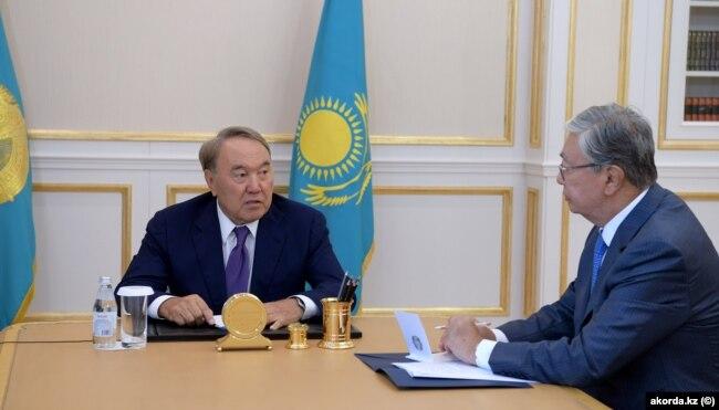 Президент Казахстана Нурсултан Назарбаев и спикер сената Касым-Жомарт Токаев. Фото с сайта Akorda.kz. Астана, 15 августа 2018 года.