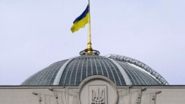 Ukraine -- Parliament cupola with flag, Kyiv, 06Jul2008