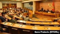 Opozicija je u totalni bojkot parlamenta krenula nakon prošlogodišnjih parlamentranih izbora