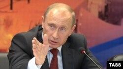 Рассудит ли Владимир Путин переругавшихся однопартийцев?