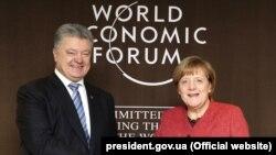 Президент України Петро Порошенко і канцлер Німеччини Анґела Меркель. Давос, 23 січня 2019 року