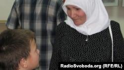 Учасниця подій в Москві Зоре-ханум прийшла із сином