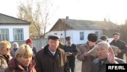 Жители села Косак Жамбылской области проводят сход.