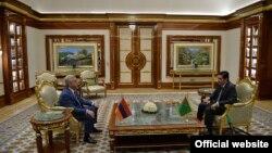 Президент Армении Серж Саргсян (слева) на встрече с президентом Туркменистана Гурбангулы Бердымухамедовым, Ашхабад, 17 сентября 2017 г..