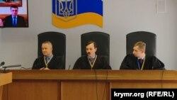 Судді Оболонського суду не дочекалися на представників захисту