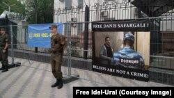 Пикет у посольства России в Киеве