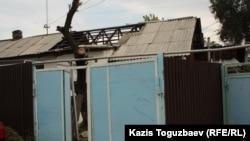 Арон Атабектің отбасы тұрып жатқан үйдің бөлігі (шатыры жабусыз тұсы). Алматы, 29 қыркүйек 2012 ж.