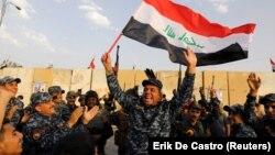 """Ирак аскерлери """"Ислам мамлекети"""" тобун жеңгенин майрамдоодо. 10-декабрь"""
