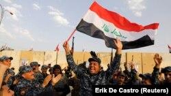 Ірацкія ўрадавыя вайскоўцы сьвяткуюць перамогай над ІД, Масул, сьнежань 2017