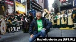 Юрій Янковський народився в Козятині на Вінниччині у 1958 році. Мама - викладач української мови. Батько був керівником будівельної організації на залізниці. Закінчив математичний клас середньої школи №12 у Конотопі на Сумщині, а потім - Київський політехнічний інститут
