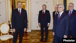 Austria - Presidents Ilham Aliyev (L) of Azerbaijan and Serzh Sarkisian of Armenia meet in Vienna, 19Nov2013.