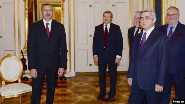Austria - Presidents Ilham Aliyev (L) of Azerbaijan and Serzh Sarkisian of Armenia meet in Vienna, 19Nov2013.