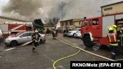 Рятувальники на місці вибуху і пожежі на газопроводі в Австрії