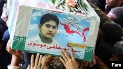 مصطفی موسوی٬ ۲۰ ساله، از جمه کشتهشدگان اخیر در سوریه است