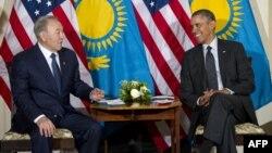 Kazakh President Nursultan Nazarbaev (left) meets with U.S. President Barack Obama at the U.S. ambassador's residence in The Hague on March 25.