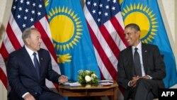 Қазақстан президенті Нұрсұлтан Назарбаев (сол жақта) пен АҚШ президенті Барак Обама. Гаага, 25 наурыз 2014 жыл.