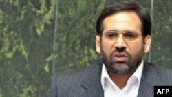 شمسالدین حسینی، وزیر امور اقتصادی و دارایی ایران.