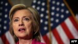 هیلاری کلینتون از حامیان ایده دستیابی به توافق هستهای میان گروه ۱+۵ و ایران بوده است