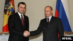 Moldova's Vlad Filat (left) meets with Vladimir Putin.