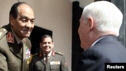 Фельдмаршал Тантауи (слева), глава Высшего военного совета Египта