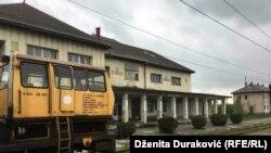 Zgrada stanice u gradu Bihaću na Unskoj pruzi kojom su se prevozili milioni putnika i tona tereta.