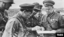 Георгій Жуков (праворуч) під час операції на річці Халхин-Гол, серпень 1939 року