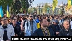Участники митинга в поддержку закона о функционировании украинского языка у стен Верховной Рады. Киев, 25 апреля 2019 года