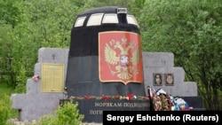Мемориал погибшим подводникам в Мурманске.