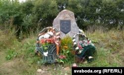 Мэмарыяльны камень на полі Аршанскай бітвы.
