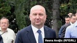 Nenad Popović tvrdi da su njegove kompanije registrovane u Rusiji i Evropi